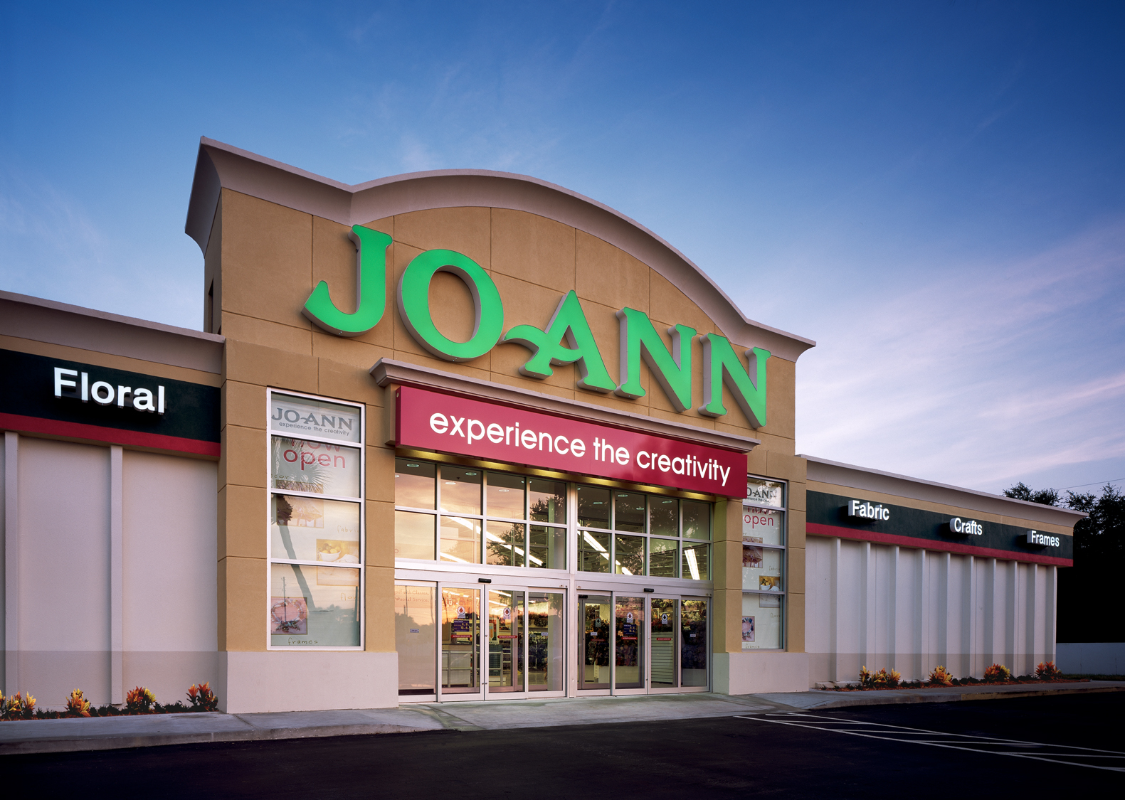 Joann's is a crafters paradise selling everything from paints, fabrics, frames, crafts, and florals to decor for the home and holidays.5/5(7).